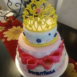 Thumb golden crown cake 2