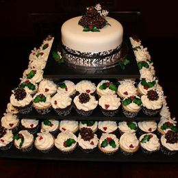 Winter Wonderland Wedding Cake/Cupcakes